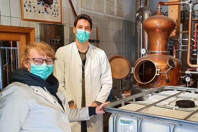 In dieser Feldberger Brennerei wird jetzt Desinfektionsmittel hergestellt