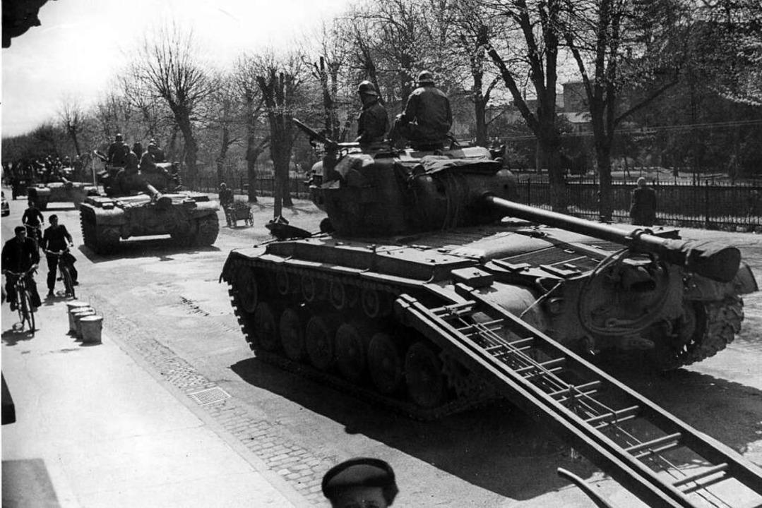 Panzer in der Wilhelmstraße: der Einmarsch der Franzosen in Offenburg  | Foto: Stadtarchiv