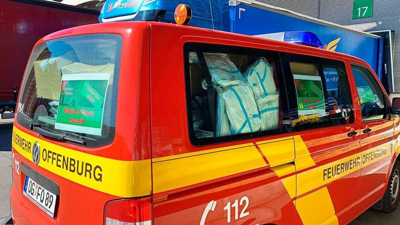 Vollgepackt: Schutzausrüstung in einem Feuerwehrkombi aus Offenburg  | Foto: Stadt Offenburg