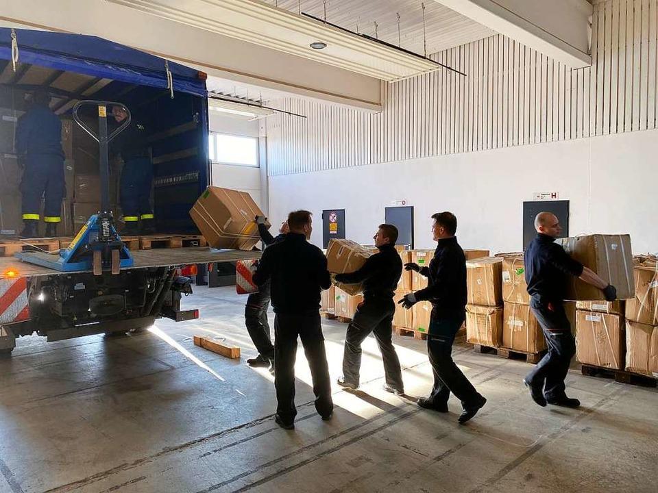 Auch das Technische Hilfswerk packt bei der Aktion kräftig mit an.  | Foto: Stadt Offenburg