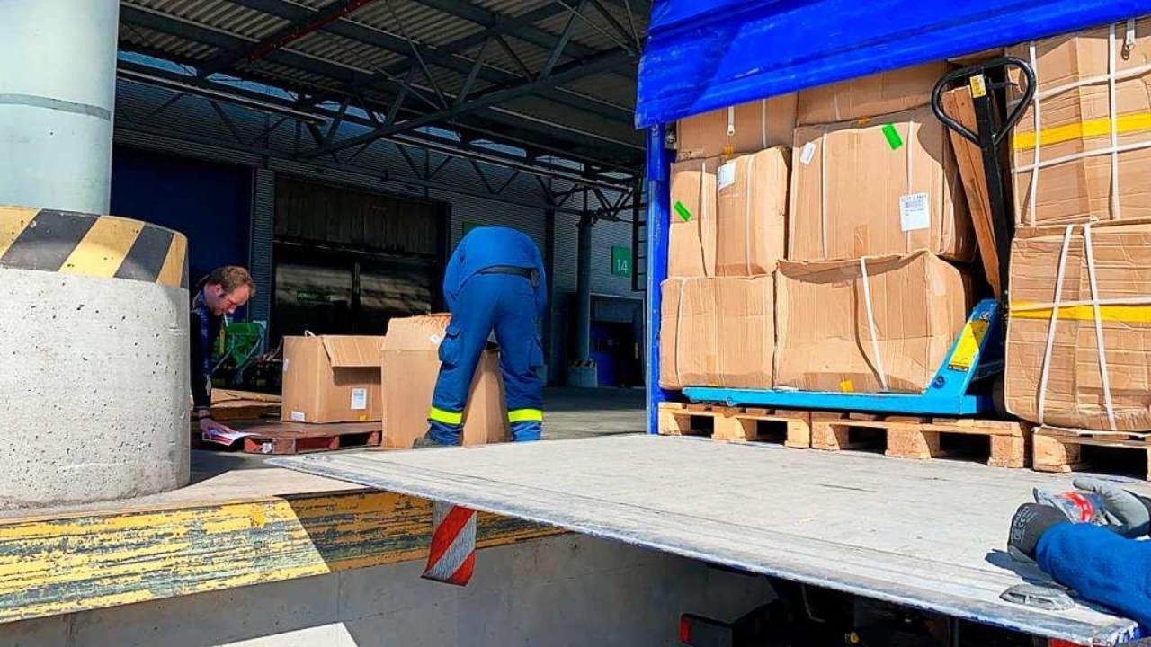 Kartonweise begehrte Schutzausrüstung ...ungen in China aufgetan werden konnte.  | Foto: Stadt Offenburg