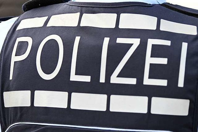 Alkoholisierter Mann legt sich mit Polizisten an