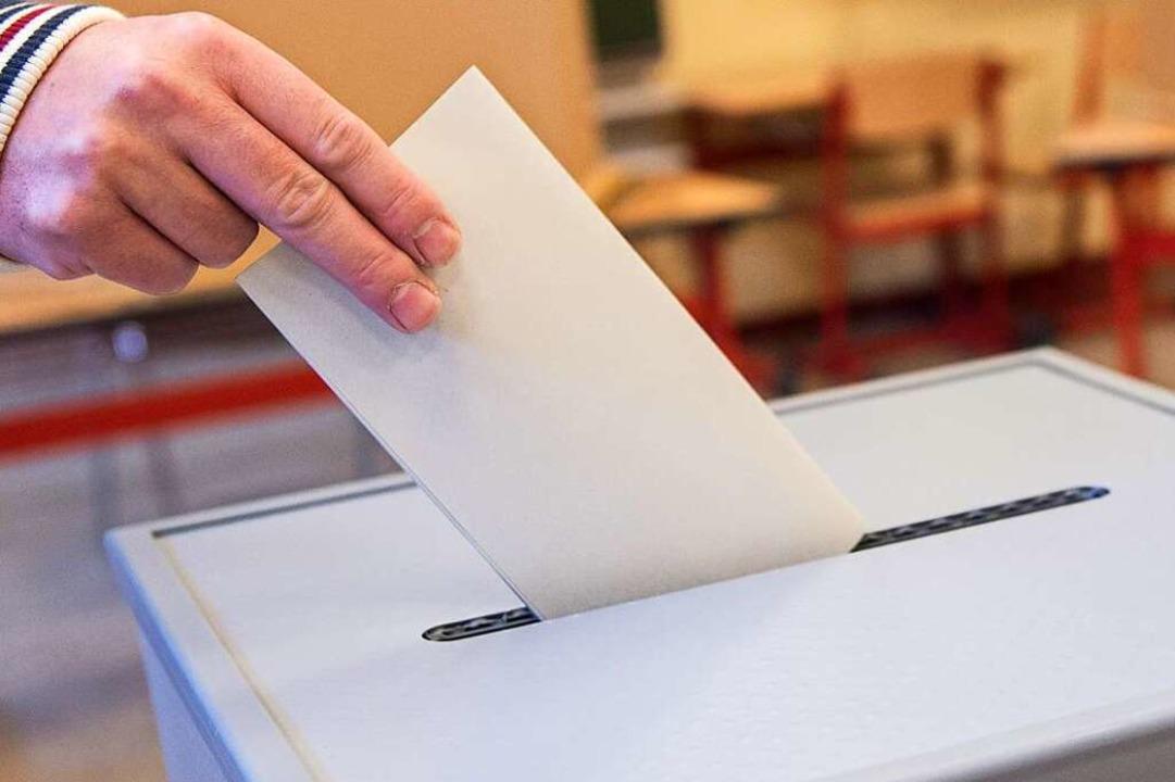 Wählen oder nicht wählen – bei d...usen vermutlich unterschiedliche Wege.  | Foto: Silas Stein