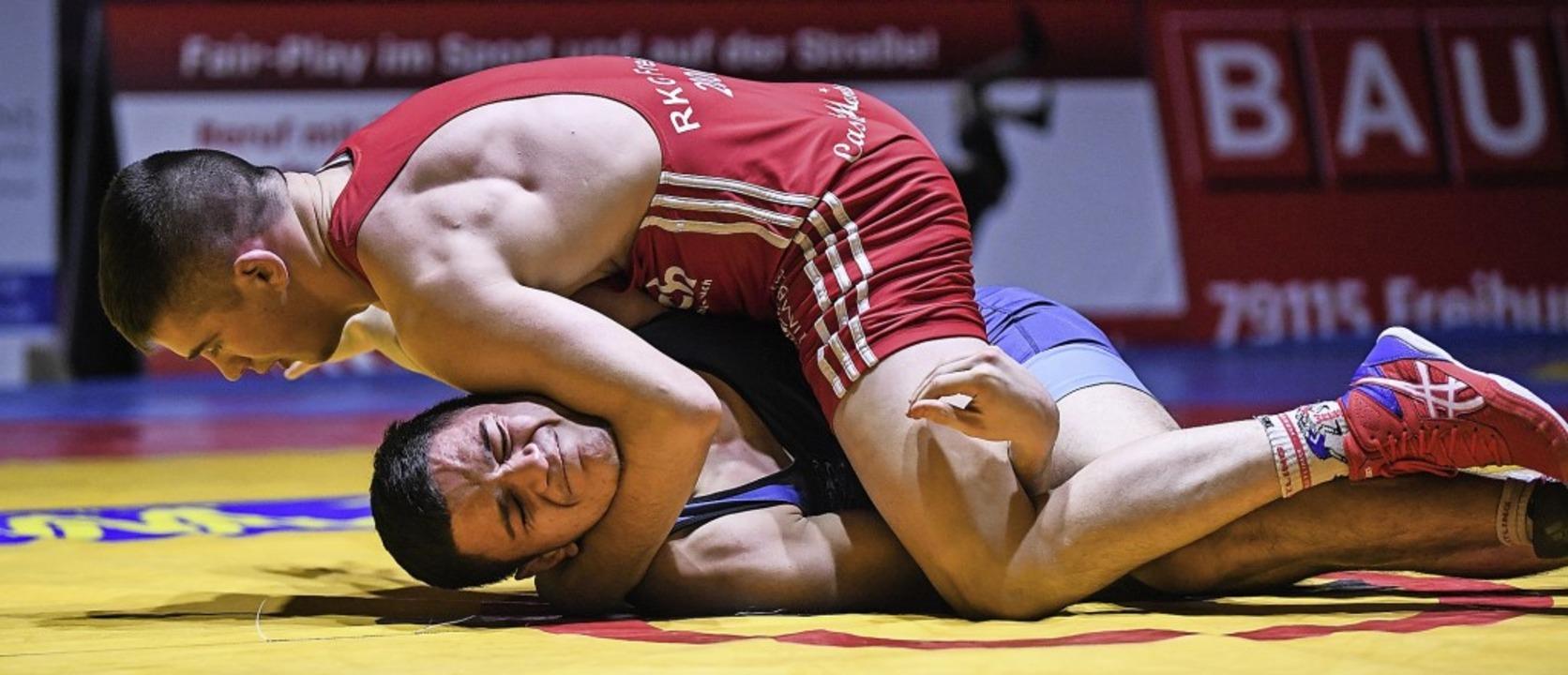So nah kann RKG-Ringer Mihail Lapp (oben) einem Gegner derzeit nicht kommen.   | Foto: Patrick Seeger