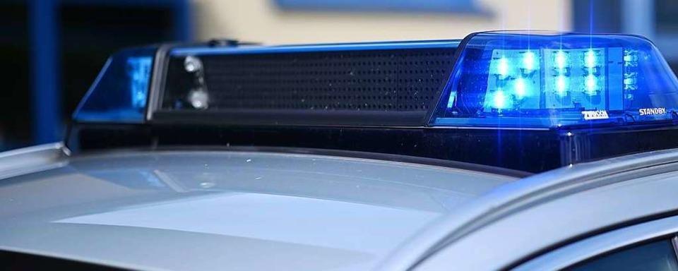 Ausfahrendes Auto touchiert in Simonswald Pkw – Geschädigter fährt weiter
