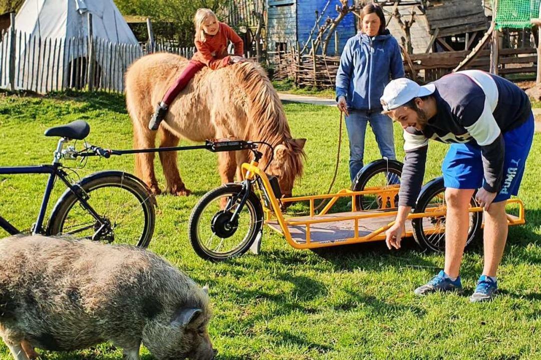 Auf dem Kinderabenteuerhof gibt es der... neu ist der E-Fahrrad-Lastenanhänger.  | Foto: privat