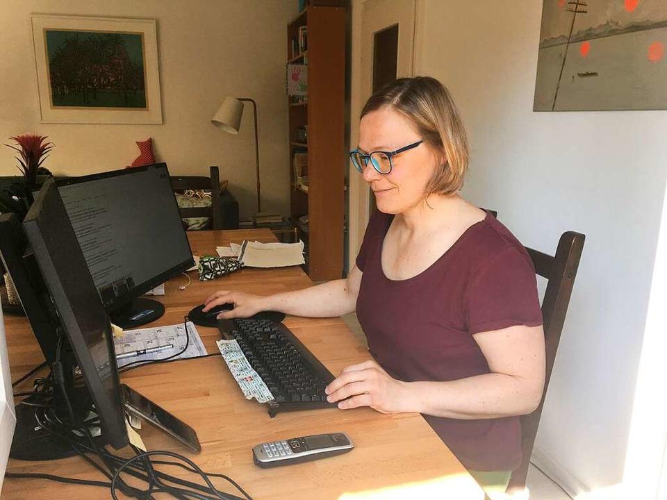 Ulrike Derndinger: Bitte lächeln – auch im Homeoffice    Foto: Bastian Bernhardt