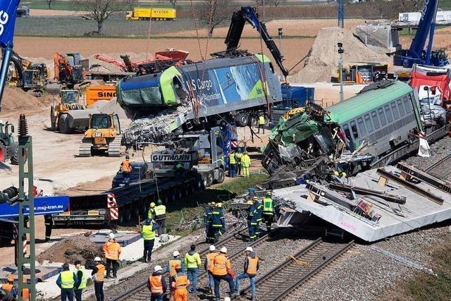 Komplexe Bergungsarbeiten nach Bahnunglück in Auggen dauern an