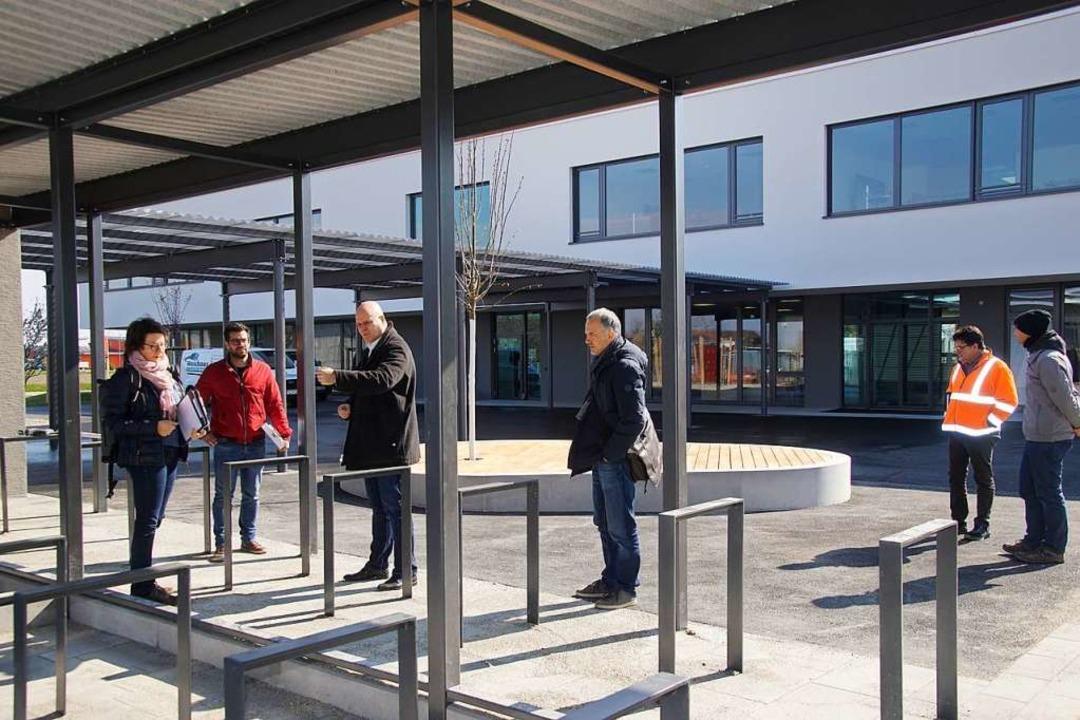 Die Außenanlagen der  neuen Rheinhause...ndschule wurden am Freitag abgenommen.  | Foto: Ilona Huege