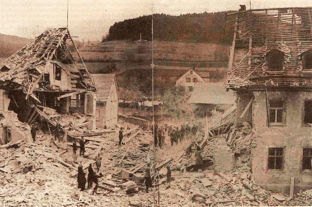 Einer der beiden  folgenreichsten Bomb...8211; wie einen Monat zuvor in Elzach.  | Foto: Archiv Elztalmuseum