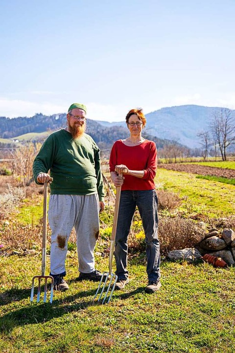 Die Gärtner Renate Seider und Salim Grimpe vom Lebensgarten   | Foto: Joss Andres