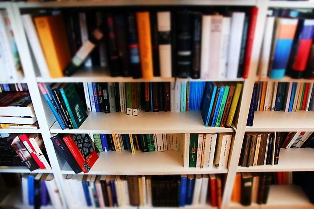 Die Regierung bestimmt, was in Krisenz...otwendig ist. Bücherregale etwa nicht?  | Foto: Alexander Dick