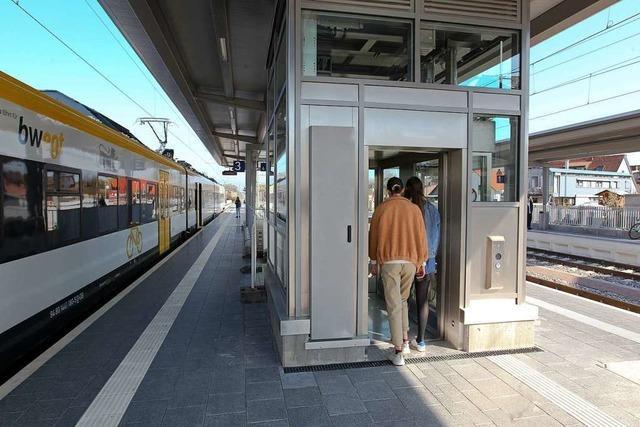 Nach über 100 Tagen ist der Fahrstuhl am Gottenheimer Bahnhof endlich in Betrieb