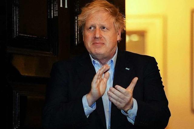 Premierminister Johnson mit Covid-19-Infektion ins Krankenhaus eingeliefert