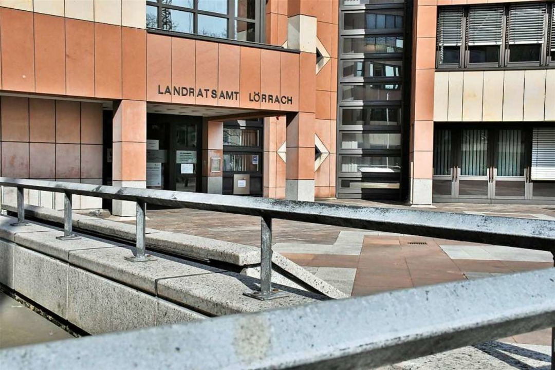 Das Landratsamt in der Lörracher Palmstraße  | Foto: Barbara Ruda