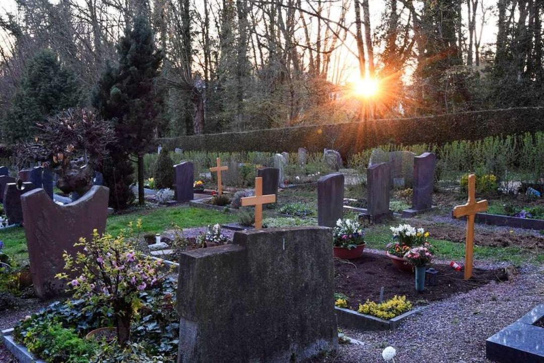 Größere Trauergesellschaften sind auf ...ndingen – derzeit nicht erlaubt.    Foto: Markus Zimmermann