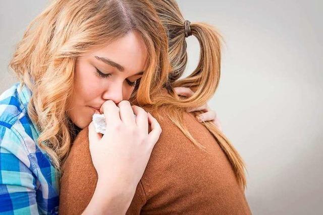 Eine Trauerbegleiterin erklärt, was die Corona-Beschränkungen für Trauernde bedeuten