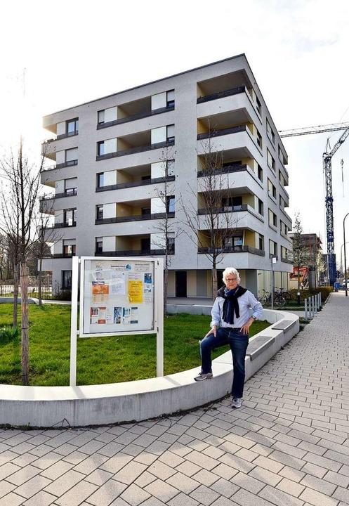 Wohnraumberater Gernot Wolfgang kritis...refreiheit des FSB-Neubaus in Haslach.  | Foto: Thomas Kunz