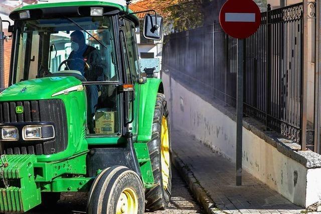 Traktorfahrer begeht Unfallflucht in Steinen