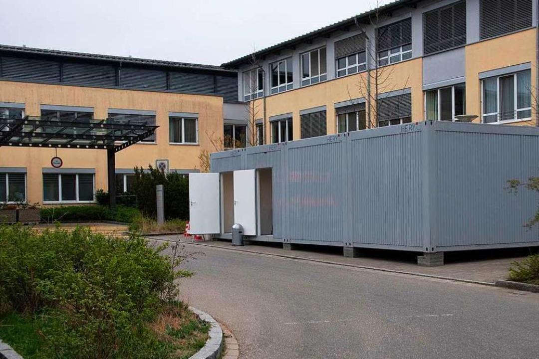 An der Helios-Klinik in Müllheim wurde...ich auf die Isolierstation zu bringen.    Foto: Volker Münch
