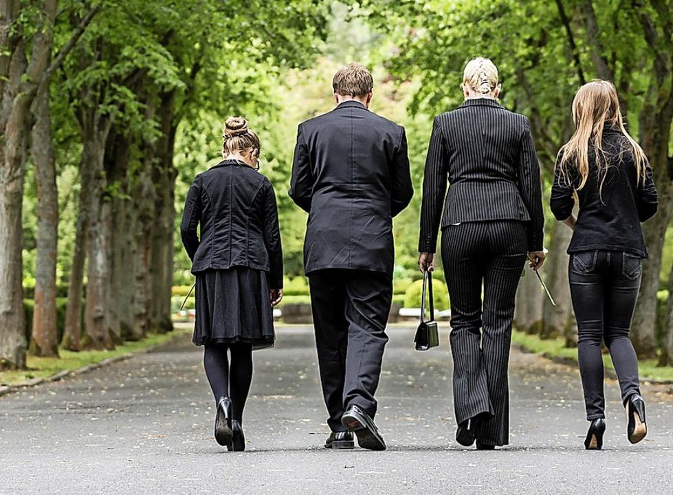 Abschiednehmen ist derzeit nur in kleinen Gruppen möglich.   | Foto: Kzenon (stock.adobe.com)