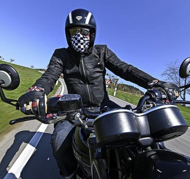Im Landkreis Lörrach waren am Wochenende weniger Motorradfahrer unterwegs.   | Foto: Felix Kästle (dpa)