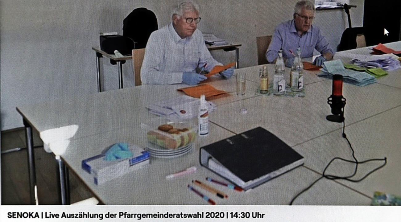 Auszählung im Livestream: Die Seelsorg... die Öffentlichkeit via Internet her.   | Foto: Martin Wendel