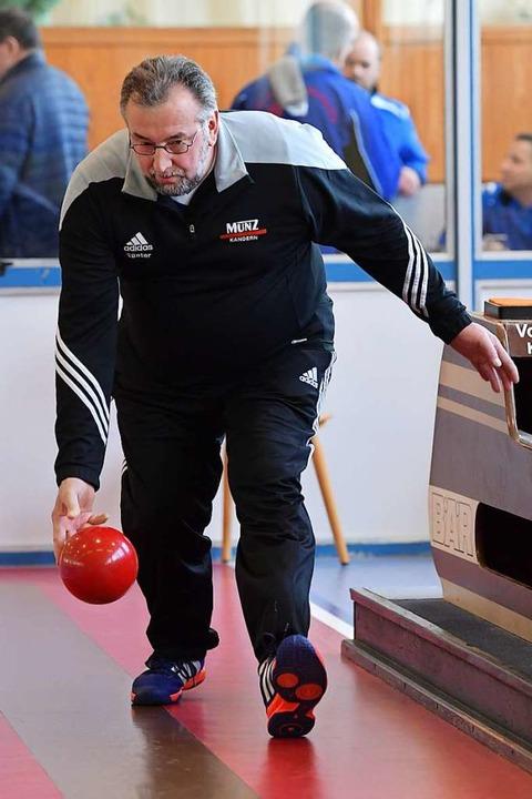 Der Vater: Seinen sechs Kindern brachte Günter Osswald das Kegeln bei.  | Foto: Achim Keller
