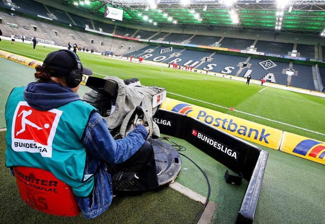Geisterspiele sind der Hoffnungsschimm... Vereine und Fußball-Verantwortlichen.  | Foto: Roland Weihrauch (dpa)
