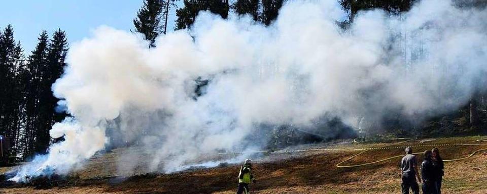 In Saig ist ein Reisigfeuer außer Kontrolle geraten