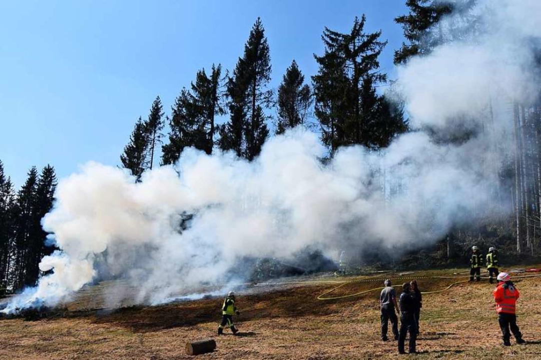 Außer Kontrolle ist  ein Reisigfeuer in Saig geraten.   | Foto: Kamera24