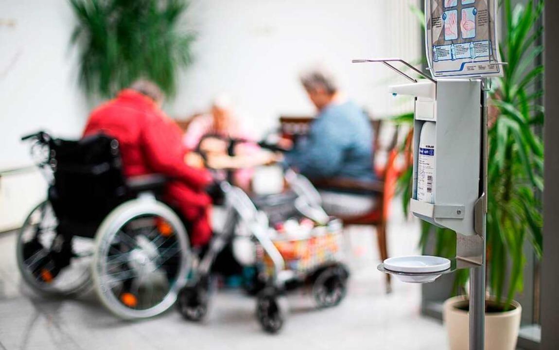 Altenheime benötigen in Corona-Zeiten besonders viel Schutz.  | Foto: Jonas Güttler