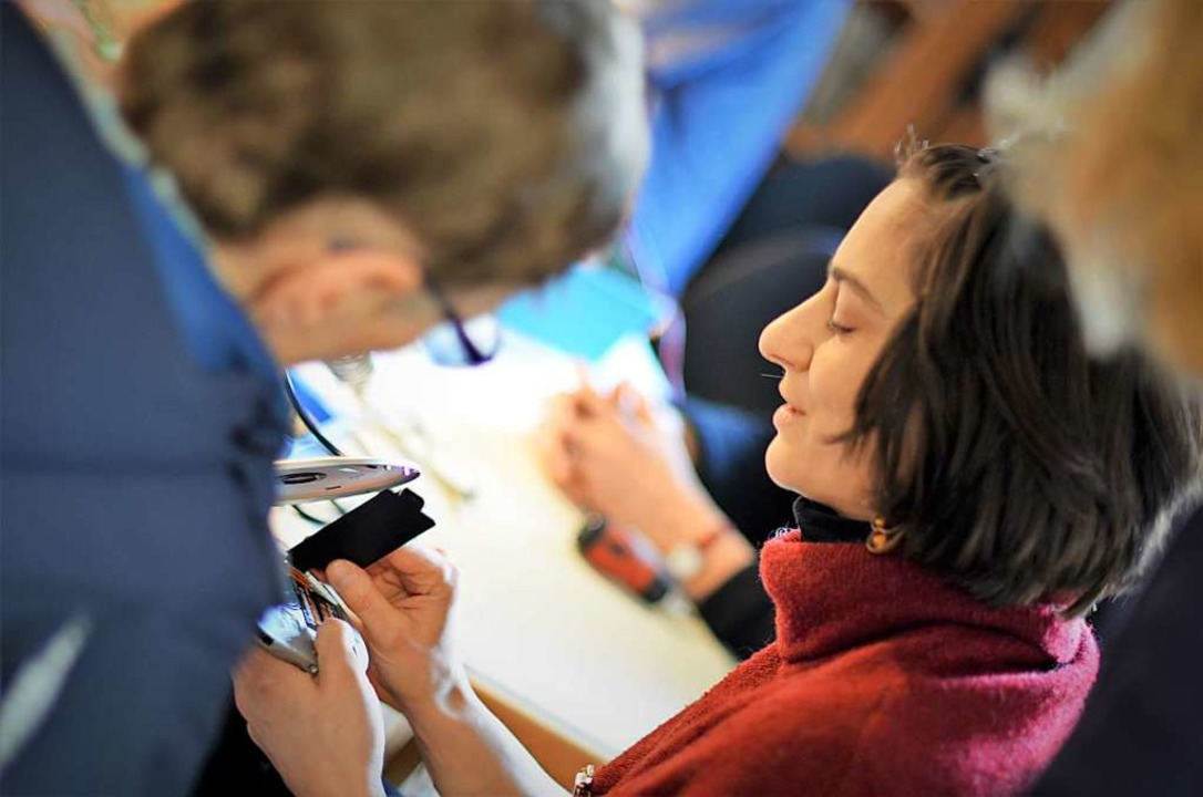 Patricia Huber bei der Arbeit im Freiburger Repaircafé.   | Foto: Kathrin Blum