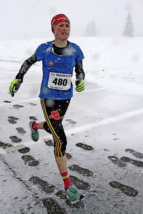 Bei jedem Wetter unterwegs: Stefanie Doll beim Kandelberglauf im Mai 2019.  | Foto: Winfried Stinn