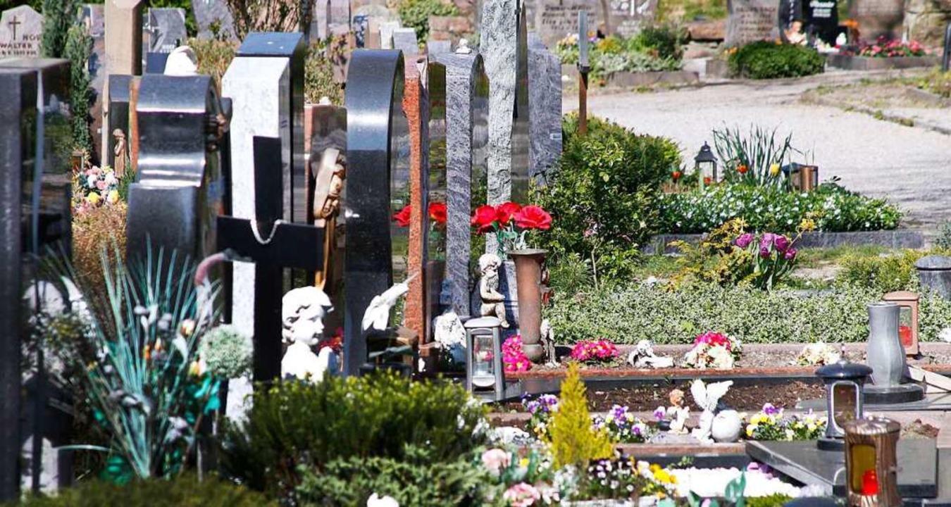 Der Lahrer Bergfriedhof – in Zei...Corona gelten auch dort andere Regeln.  | Foto: Heidi Fößel