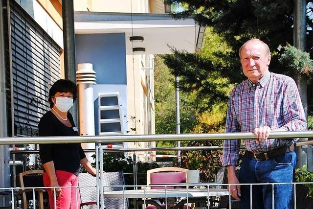 Balkongespräche und musikalische Ständchen lösen Heimbesuche ab