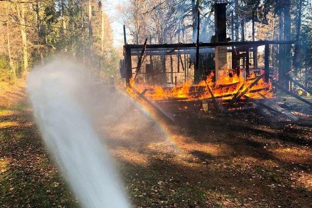 In Kandern brennt zum zweiten Mal in kurzer Zeit eine Grillhütte ab