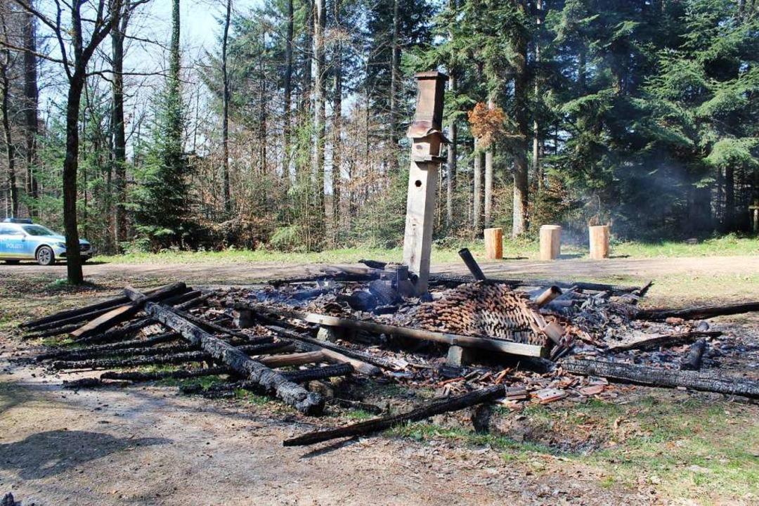 Am 26. März brannte die Grillhütte &qu...r ein geringer Sachschaden entstanden.  | Foto: Polizeipräsidium Freiburg
