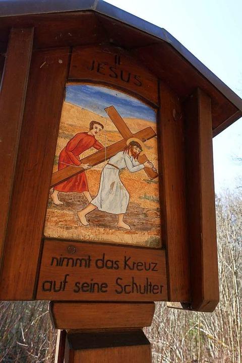2. Station: Jesus nimmt das Kreuz auf seine Schultern.  | Foto: Martha Weishaar