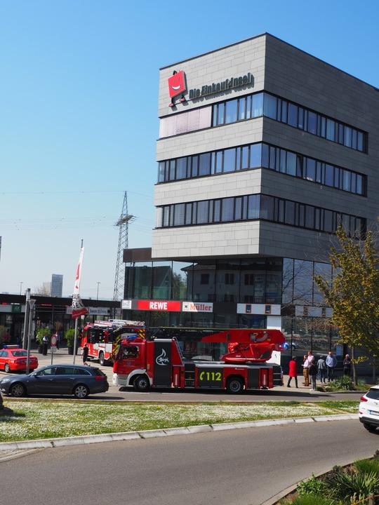 Feuerwehreinsatz bei der  Einkaufsinsel in Weil am Rhein  | Foto: Herbert Frey