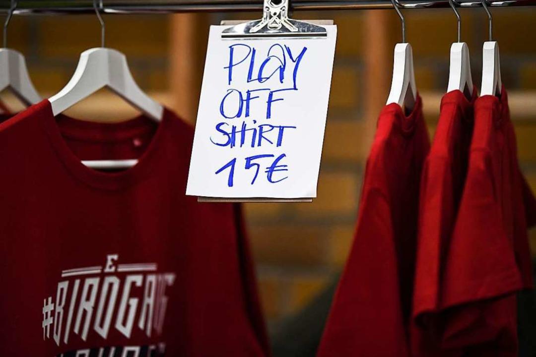 Die Playoff-Shirts haben sie in diesem Jahr bei den Eisvögeln nicht gebraucht.  | Foto: Patrick Seeger