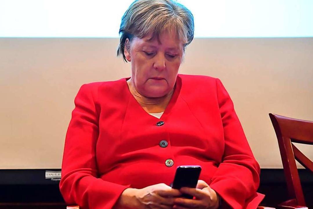 Auch Bundeskanzlerin Angela Merkel betreibt einen Podcast.  | Foto: Clemens Bilan (dpa)