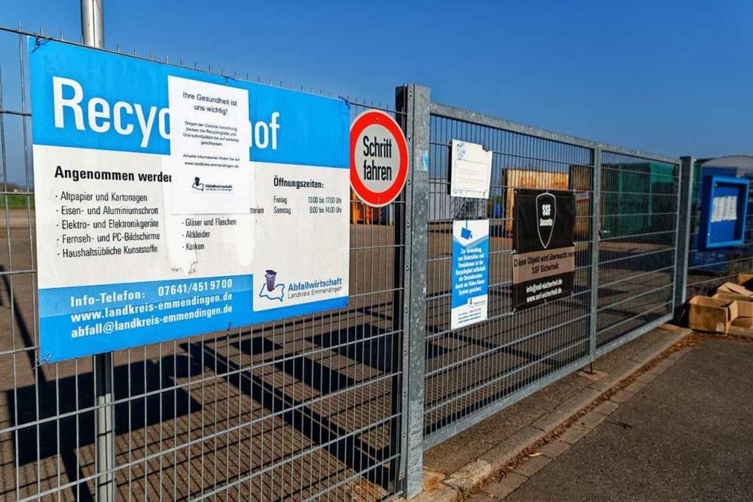 """Die Recyclinghöfe und Grünschnittplätz... wichtig"""" steht auf dem Schild.     Foto: Martin Wendel"""