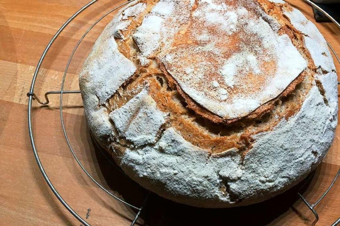 Ein Brot aus selbst angesetztem Weizen...elbst ausprobiert, wie Sie hier sehen.  | Foto: René Zipperlen