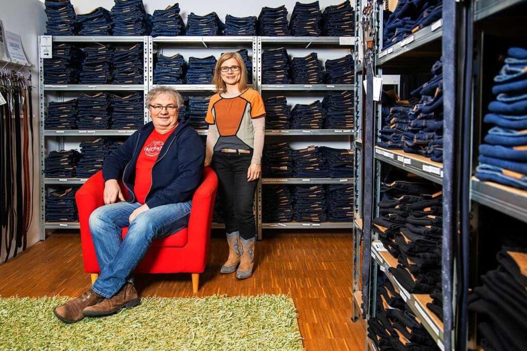 Setzen sich für faire Mode ein: Miriam...ter Blauth in ihrem Freiburger Laden.   | Foto: Joss Andres