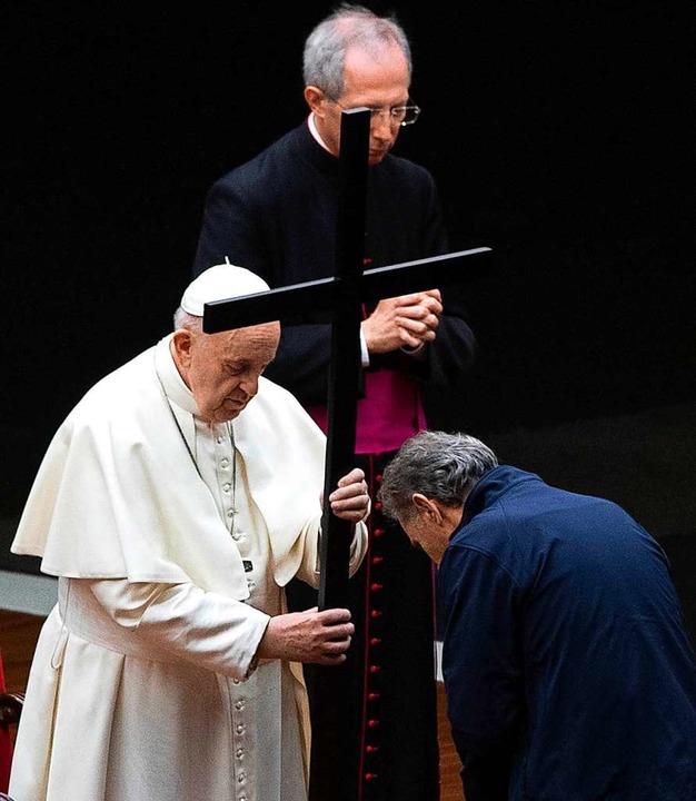 Da Boxt Der Papst Im Kettenhemd