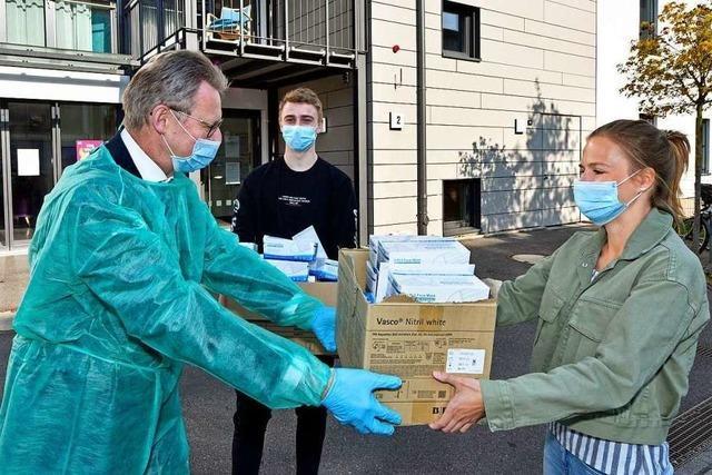 Uniklinik übergibt Schutzmaterial an Freiburger Altenheime