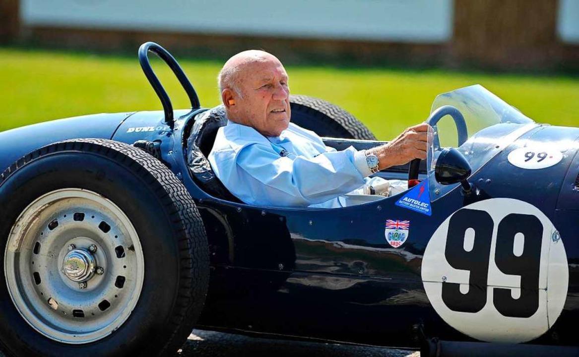 Chichester, 2011: Sir Stirling Moss si...in einem historischen Grand-Prix-Auto.    Foto: Clive Gee (dpa)