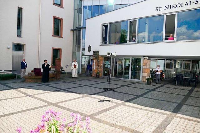 Ökumenischer Gottesdienst für St. Nikolai – Bewohner verfolgen ihn vom Fenster aus