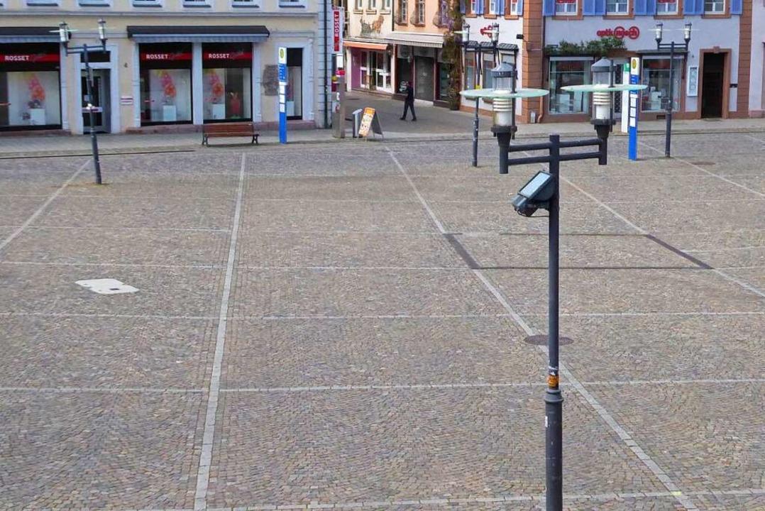 Leerer Marktplatz: Auch das ist eine F...ordnung und der Geschäftsschließungen.  | Foto: Sylvia-Karina Jahn